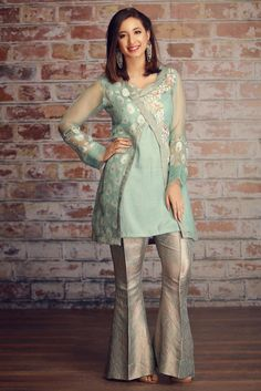 Eid Collection 2020 , All the latest New Eid embroidered Lawn . Pakistani Party Wear Dresses, Pakistani Dress Design, Pakistani Outfits, Indian Dresses, Indian Outfits, Dress Neck Designs, Designs For Dresses, Kurti Designs Party Wear, Kurta Designs