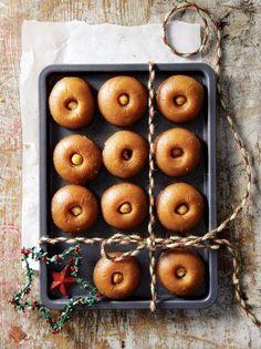 Σεκέρ παρέ ή κουραμπιέδες σιροπιαστοί - www.olivemagazine.gr #olivemagazinegr #christmasrecipes Greek Pastries, Christmas Cooking, Sweets Recipes, Food Styling, Deserts, Xmas, Pumpkin, Snacks, Cookies
