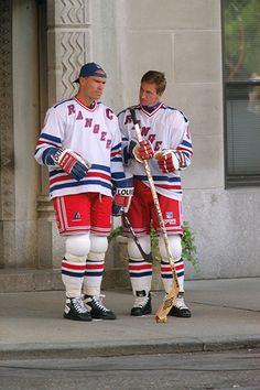 "wear ""it"" otw ovr. Mark Messier, Hockey World, Wayne Gretzky, Pittsburgh Penguins Hockey, Hockey Mom, Ice Hockey, Jonathan Toews, Los Angeles Kings, Chicago Blackhawks"
