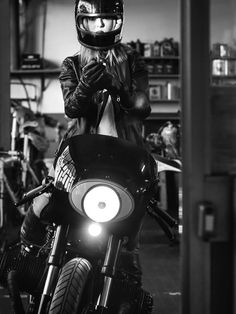BMW R80 Cafe Racer - Iron Pirate Garage #motorcyclesgirls #chicasmoteras | caferacerpasion.com