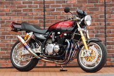 Racing Cafè: Kawasaki Zephyr 750 by Bull Dock Cafe Racing, Cafe Racer Motorcycle, Motorcycle Design, Triumph Motorcycles, Vintage Motorcycles, Kawasaki Cafe Racer, Kawasaki Motorcycles, Ducati, Kawasaki Eliminator
