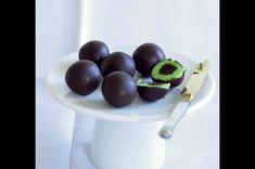 Mozartovy koule | Apetitonline.cz Fruit, Food, Holidays, Holidays Events, Essen, Holiday, Meals, Yemek, Eten