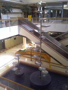 Metcalf South Shopping Mall, Overland Park, KS...many pennies were thrown into this fountain.