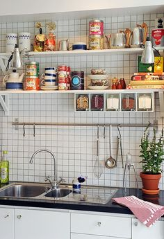 New Kitchen Tile Ideas Tin Ceilings Ideas Kitchen Interior, New Kitchen, Interior Design Living Room, Kitchen Dining, Kitchen Decor, Kitchen Shelves, Kitchen Sink, Carpeaux, Kitchen Backsplash
