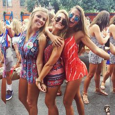 The gameday outfits at the University of Florida you don't want to miss! We have everything that your gameday wardrobe needs. Best Friend Photos, Best Friend Goals, Friend Pictures, Pic Pose, Picture Poses, Friend Poses, Poses With Friends, Friends Girls, Sorority Poses