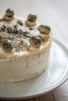 Lagkage med hvid chokolade, citron og lakrids (layer cake with white chocolate, lemon and licorice), recipe in Danish