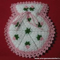 34 ideas crochet dishcloth christmas blankets for 2019 Crochet Mittens, Crochet Slippers, Crochet Baby, Blanket Crochet, Crochet Flower Patterns, Baby Knitting Patterns, Crochet Flowers, Crochet Christmas Hats, Crochet Bookmarks