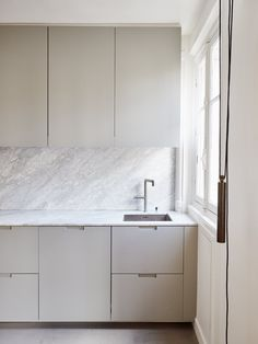 Kitchen with marble worktop.