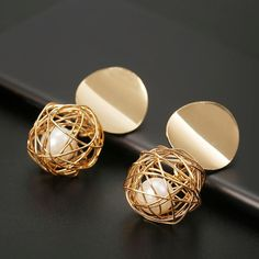 New Fashion Stud Earrings For Women Golden Color Round Ball Geometric Earrings For Party Wedding Gift Wholesale Ear Jewelry - Women Shopping Girls Earrings, Crystal Earrings, Women's Earrings, Silver Earrings, Simple Earrings, Bridal Earrings, Ear Jewelry, Bridal Jewelry, Jewelry Accessories