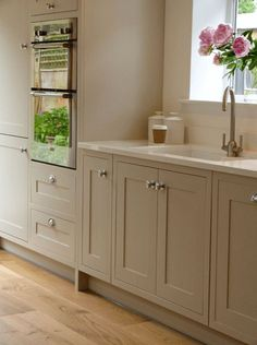 Modern Kitchen Modern Country Shaker Style country by SGH and Stump Furniture My favourite style of doors Shaker Style Shaker, Shaker Style Kitchens, Home Kitchens, Howdens Kitchens, Home Decor Kitchen, Kitchen Living, New Kitchen, Kitchen Ideas, Kitchen Wood