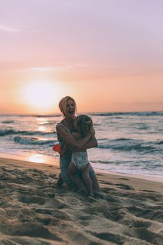 Happy Soul - Barefoot Blonde by Amber Fillerup Clark Mother Baby Photography, Cute Photography, Photography Business, Family Photography, Children Photography, Outdoor Family Photos, Family Beach Pictures, The Ace Family Youtube, Mommy And Me Photo Shoot