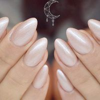 Best Hues For Almond Shaped Nails Do you have almond shaped nails? If not you should try this nail shape right now. And then embellish it with one of these trendy colors.
