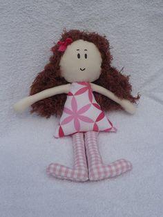 Panenka+Krásná,+látková,+ručně+šitá+panenka.+Je+vhodná+jako+hračka+pro+děti.+Velikost+je+přibližně+28+cm.