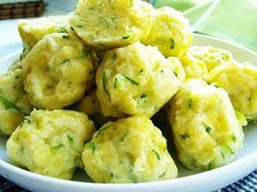 Cuketové noky usnadněné Cuketu i se slupkou si nastrouháme na slzičkovém struhadle, přidáme vejce, osolíme a promícháme. Přidáme bramborové těsto z pytlíku, opět...