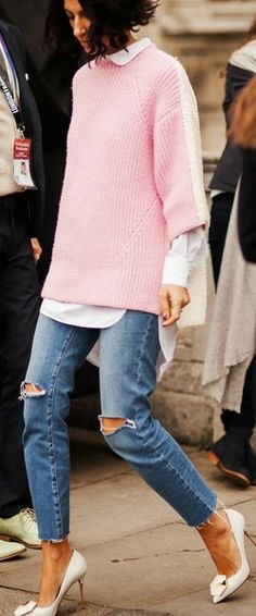 Baggy pink knit jumper over white shirt + ripped denim jeans and white heels