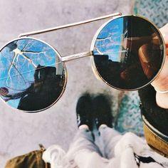 Pinterest: @ndeyepins   Lunettes de soleil rondes/ Rond sunnies