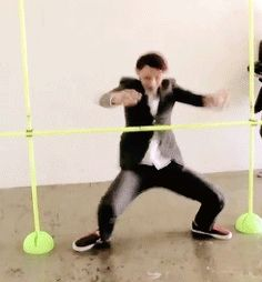 Tao playing Limbo~ he's good :O *This is so freaking obvious because he do wushu* #Gif