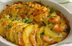 Portuguese Shrimp & Potato Gratin Recipe - Portuguese Recipes - Food Recipes from Portugal Fish Recipes, Seafood Recipes, New Recipes, Cooking Recipes, Healthy Potato Recipes, Healthy Soup, Restaurant Recipes, Soup Recipes, Fish Dishes