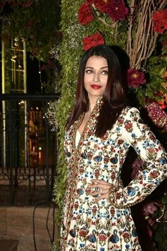 Aishwarya Rai, Beauty Queens, Bollywood Actress, Movie Stars, Christmas Sweaters, Beautiful Women, Gowns, Actresses, Blazer