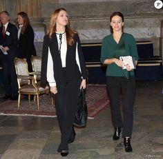 La princesse Madeleine de Suède et la princesse Sofia de Suède, enceinte, se joignaient au roi Carl XVI Gustaf et à la reine Silvia le 26 novembre 2015 pour le Global Child Forum au palais royal Drottningholm, à Stockholm.