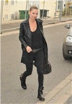 Kate Moss con botas rockeras