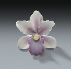 * This listing is for 3 tropical orchid gum paste flowers that are in diameter. Each petal is attached to a bendable floral wire so the blossom Orchid Gum Paste Flowers for Weddings and Cake Decorating - Ships InsuredThese are the sugar flowers w Frosting Flowers, Fondant Flowers, Clay Flowers, Sugar Flowers, Fresh Flowers, Fondant Bow, Fondant Cakes, Edible Flowers, Cake Tutorial