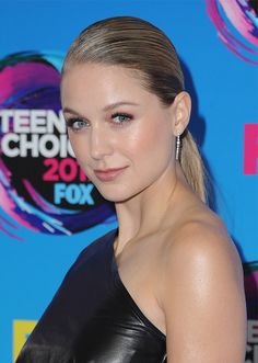 We rounded up the pretties hair and makeup moments from the 2017 Teen Choice Awards. See our favorites, ahead, including looks from Zendaya, Lucy Hale, and more. Melissa Marie Benoist, Melissa Benoist Hot, Melissa Benoit, Melissa Supergirl, Supergirl Dc, Teen Choice Awards 2017, Isak & Even, Girls World, Interesting Faces