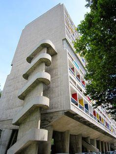 La citée radieuse, Marseille | Le Blog de Meilin Le Corbusier, Monuments, Contemporary Architecture, Architecture Design, Urban Design Plan, Brutalist, Ahmedabad, Bauhaus, Clutter
