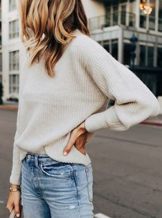 Mode Jackson in Everlane Sweater 1 – Women Outfit Ideas Pullover Mode, Classy Outfits, Trendy Outfits, Fall Winter Outfits, Autumn Winter Fashion, Spring Fashion, Outfit Invierno, Fashion Jackson, Gowns