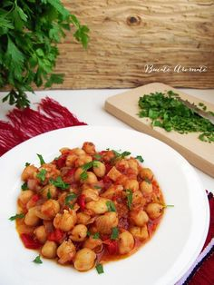 Mâncare de năut cu sos de roşii Vegetable Recipes, Vegetarian Recipes, Cooking Recipes, Romanian Food, Romanian Recipes, Avocado Salad Recipes, Diy Food, Chana Masala, Food To Make