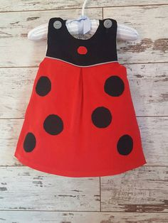Vestido de Mariquita vestido de Mariquita disfraz de Baby Girl Dress Patterns, Baby Girl Dresses, Sewing Kids Clothes, Baby Sewing, Baby Girl Fashion, Kids Fashion, Toddler Dress, Kids Outfits, Ideas