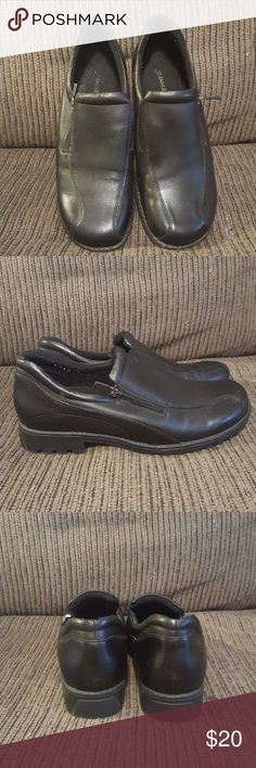 St John's Bay leather loafers Great condition still have stickers on the bottom of the shoe only wore once all leather would make a great work shoe like new St John's Bay Shoes Flats & Loafers
