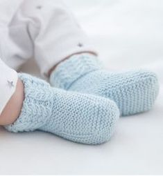 How You Can Macrame Begin With These, When You Are Novice By Zazok - Diy Crafts - moonfer Knitting For Kids, Baby Knitting Patterns, Knitting Socks, Baby Patterns, Free Knitting, Booties Crochet, Crochet Baby Booties, Diy Baby Socks, Tricot Baby