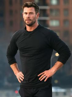 Chris Hemsworth Thor, Chris Hemsworth Torse Nu, Chris Hemsworth Training, Brad Pitt, Fitness Before After, Hemsworth Brothers, Z Cam, Man Thing Marvel, Poses For Men