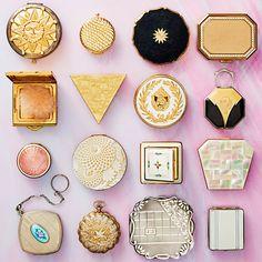 Earrings Cards SET OF 5 Handmade Wooden Earring Displays Jewelry Displays Props - Custom Jewelry Ideas Vintage Makeup Vanities, Vintage Vanity, Vintage Lamps, Upcycled Vintage, 1940s Makeup, Vintage Art, Eastern Star, Custom Jewelry, Vintage Jewelry
