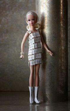 Porcelain Tiles In China Fashion Dolls, Moda Fashion, Vintage Barbie Clothes, Vintage Dolls, Beautiful Barbie Dolls, Ken Doll, Porcelain Tiles, Porcelain Doll, Barbie Collector