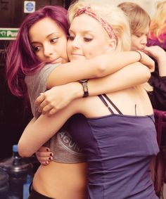 I love this picture of Perrie and Jade so much they are soo cute together