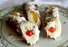 Mmmm!!! Cannoli's!!!!  A recipe shared from my good Italian friend! Must be translated ... cannolo-siciliano [2013]