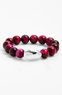 Pretty beaded stretch bracelet.