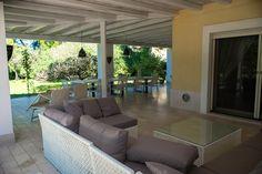 Villa #LUNA con #giardino e accesso diretto alla spiaggia a soli 50 metri, e a 150 metri dalla baia di Punta Prosciutto.