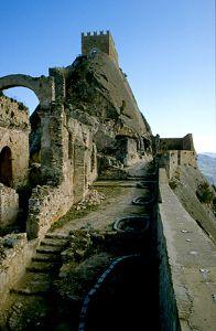 Castello di Sperlinga, Sicilia http://abitarelanatura.wordpress.com/2013/06/20/il-castello-di-sperlinga/
