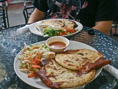 I love to eat pupusas! I wish I could go to the pupuseria right now!