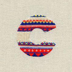 Camisola Letras - alfabeto costurado por MaricorMaricar estúdio, via Behance