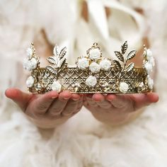 LoyaL #loyal #loyalty #aesthetic #tumblr #art #photography #photos #crown #roses #princess #prince #queen #king #gold #horses #castle #golden