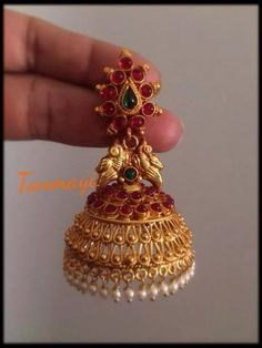 sankarabharanam old jhumkas Gold Jhumka Earrings, Indian Jewelry Earrings, Jewelry Design Earrings, Gold Earrings Designs, Gold Jewellery Design, Bead Jewellery, Jhumka Designs, Necklace Designs, Bridal Jewelry