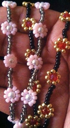 Seed bead jewelry Daisy Chain bead weaving free tute ~ Seed Bead Tutorials Discovred by : Linda Linebaugh Seed Bead Bracelets Tutorials, Beaded Bracelets Tutorial, Jewelry Making Tutorials, Beading Tutorials, Seed Bead Jewelry, Beaded Jewelry, Handmade Jewelry, Seed Beads, Bead Earrings