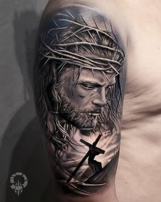 Have you ever seen a more detailed tattoo? For us this tattoo is just perfect Tattoo artist: Jesus Tattoo Design, Sketch Tattoo Design, Tattoo Sleeve Designs, Sleeve Tattoos, Time Tattoos, Tattoos For Guys, Black And Grey Tattoos, Jesus Drawings, Heaven Tattoos