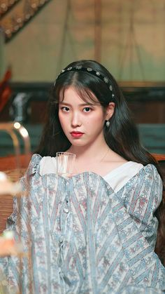 hotel Del Luna Kh ch s n ma qu i Luna Fashion, Fashion Looks, Kpop Girl Groups, Kpop Girls, Foto Snap, Kdrama, Korean Actresses, Korean Celebrities, Ulzzang Girl