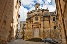 Wander through Vittoriosa and find quiet little piazzas