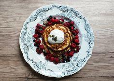 Cottage cheese mini pancakes , Kesoplättar med bär och vaniljkvarg